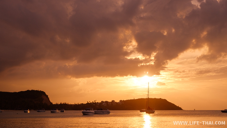 Яркий красивый закат на острове Самуи, Таиланд