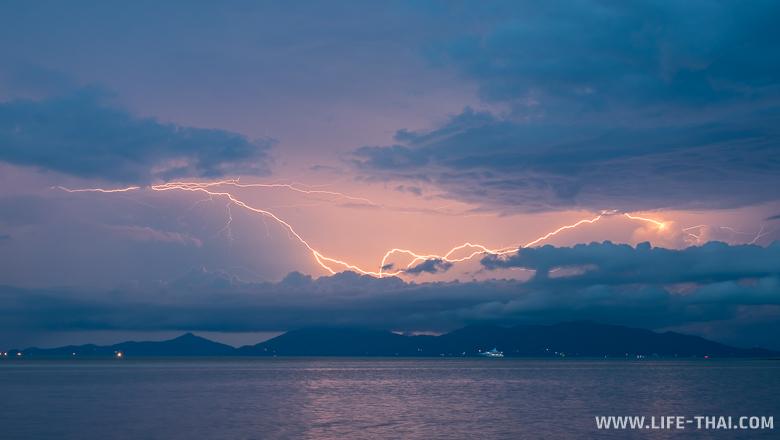 Молния над островом Панган, Таиланд