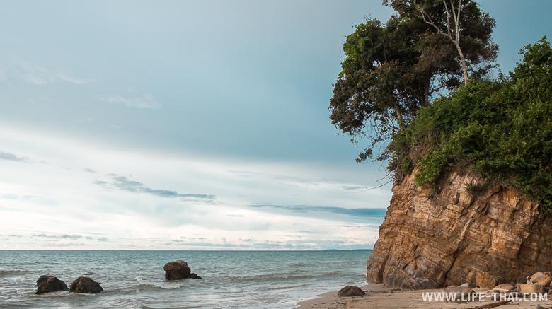Пляж Бату Луанг около Куала Пенью, Борнео, Малайзия