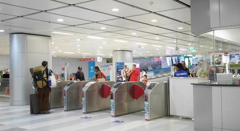 Этаж B в аэропорту Бангкока, метро в город