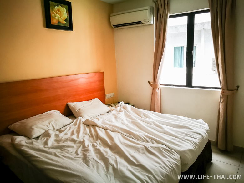 Номер для двоих с завтраком в недорогой гостинице в Куала Лумпуре
