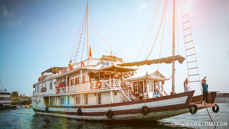 Корабль Imperial Cruise 3* , круиз по заливу Халонг