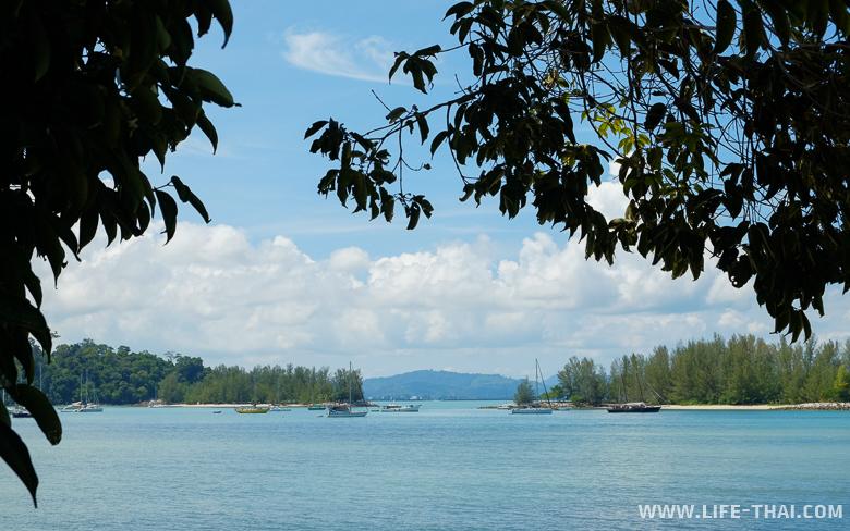 Вид на бухту с пляжа Кок, остров Лангкави