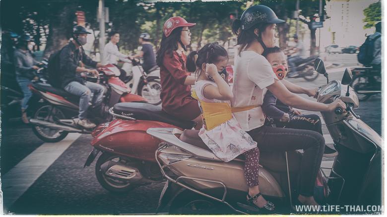 Дорожное движение в Ханое, Вьетнам
