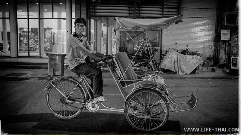 Велорикша на улице Ханоя, Вьетнам