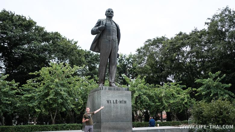 Игорь и Ленин, Ханой, Вьетнам