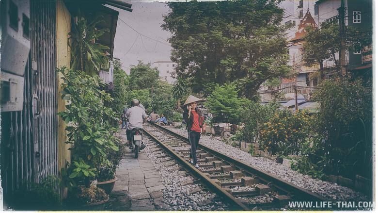 Женщина на железной дороге, Ханой, Вьетнам