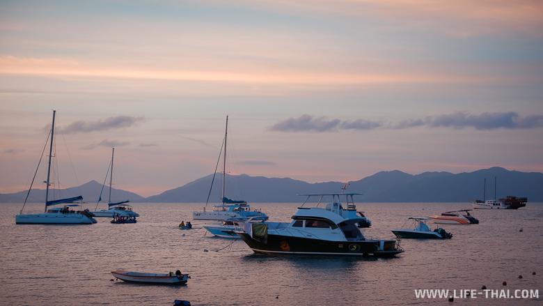 Закат на пляже Бопхут, яхты и лодки
