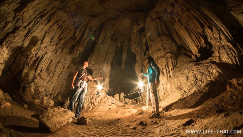 Мы в пещере Тхам Лод, Мэхонсонг, Таиланд