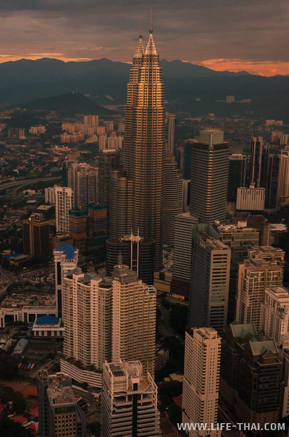 Башни Петронас - знаменитые башни Куала Лумпура