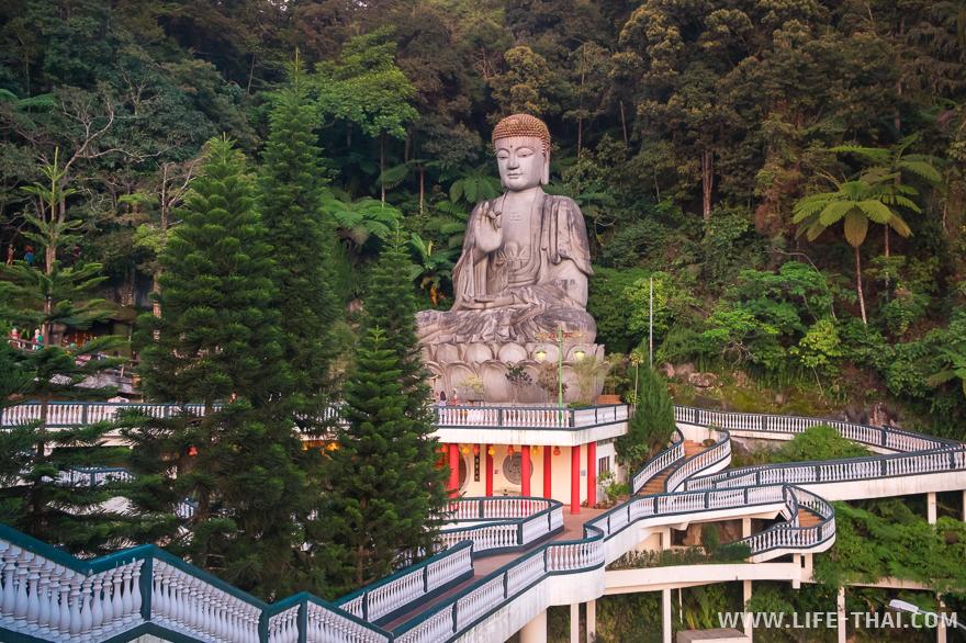 Будда в китайском храме