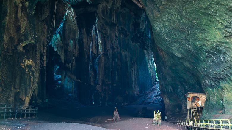 Пещера Гоматонг в масштабах сторожки огромна