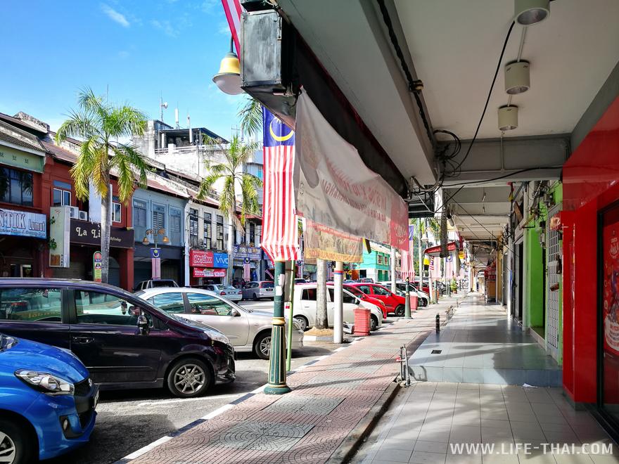 Где все люди? Лумут - самый безлюдный город Малайзии