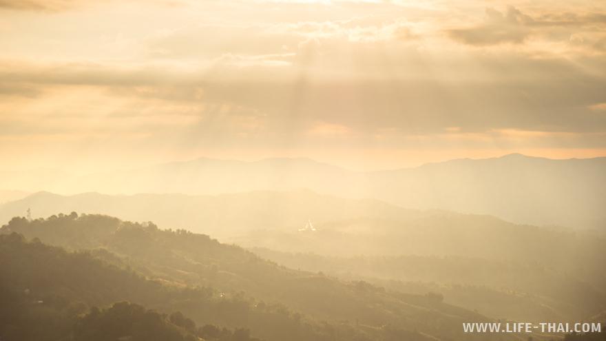 Окрестности Мэсалога залиты рассветным солнцем