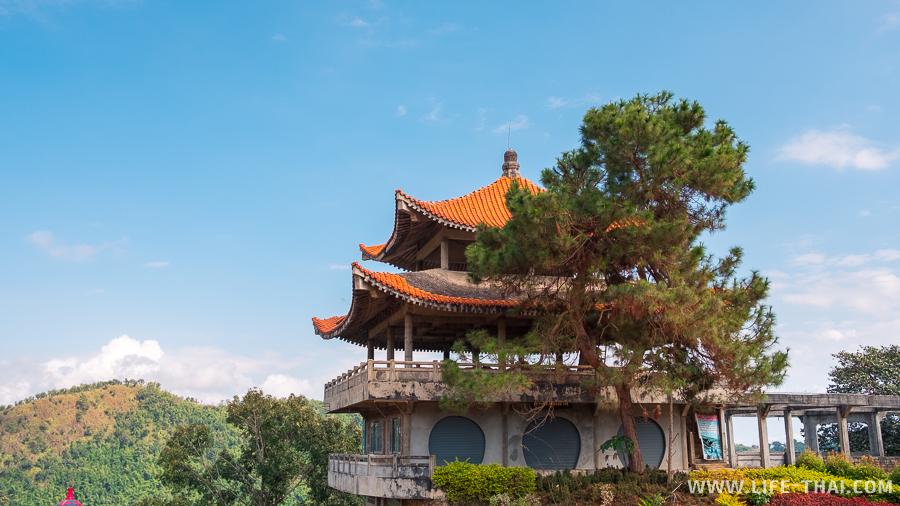 Башня-ресторна в китайском стиле