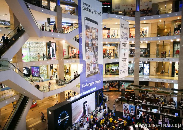 Огромный торговый центр Павилион в Куала Лумпуре - район Букит Бинтанг