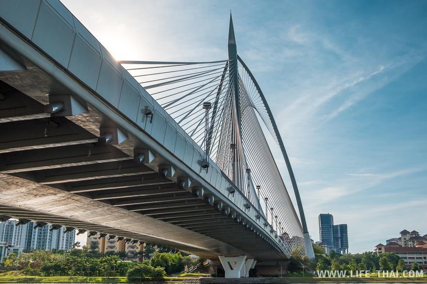 Мост в Путраджайе, административной столице Малайзии