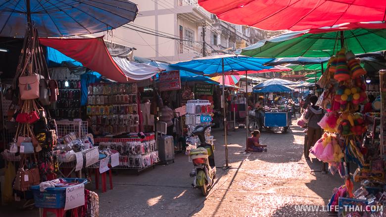 Рынок в бирманском городе Тачилек