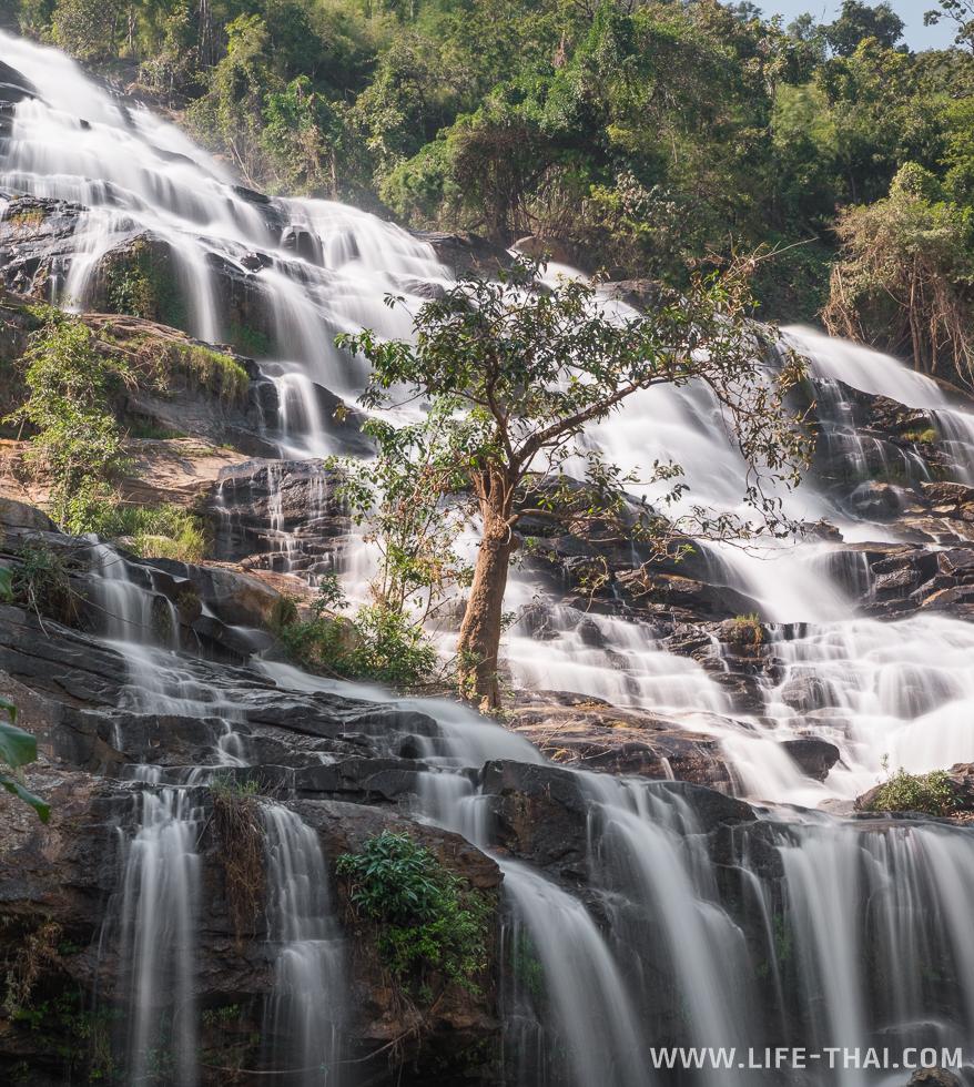 Один из самых высоких водопадов в Таиланде - Mae Ya