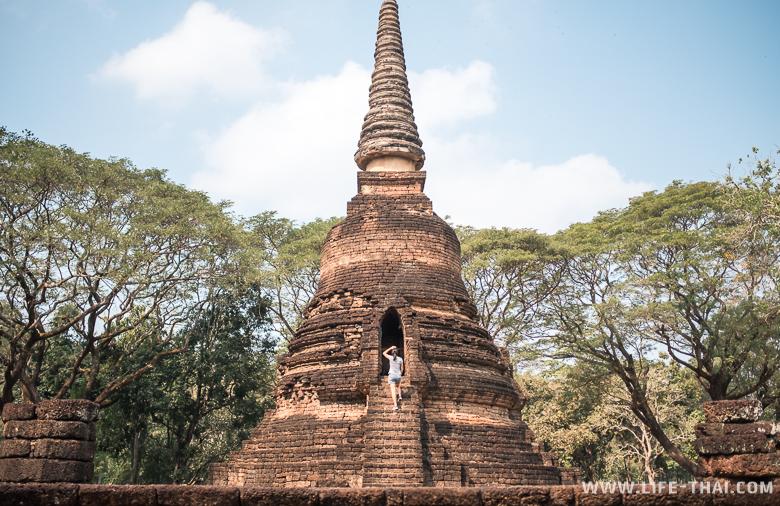 Ступа в парке Си Сатчаналая в Таиланде
