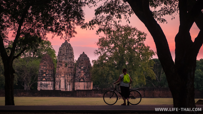 Ват Си Саваи - кхмерский храм с прангами-кукурузками