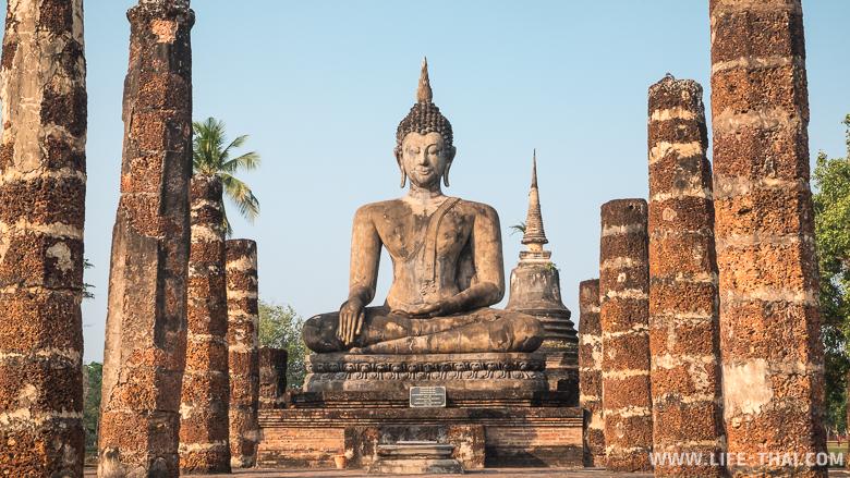 Храм Ват Махатхат с Сидячим Буддой