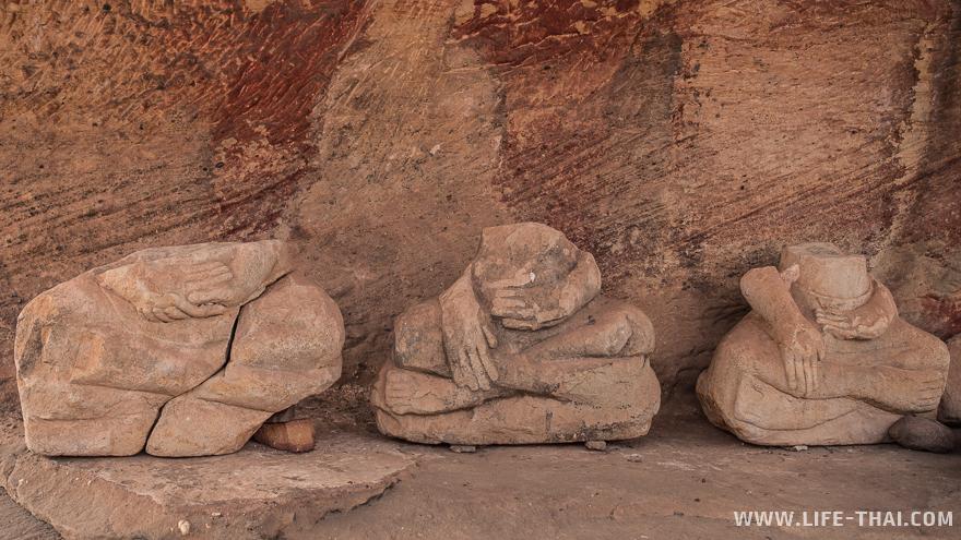 Остатки древних статуй Будды