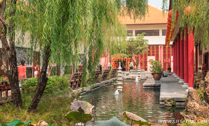 Зелёная территория у тайско-китайского культурного центра