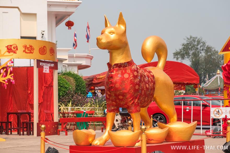 Рыжая собака - символ нового года
