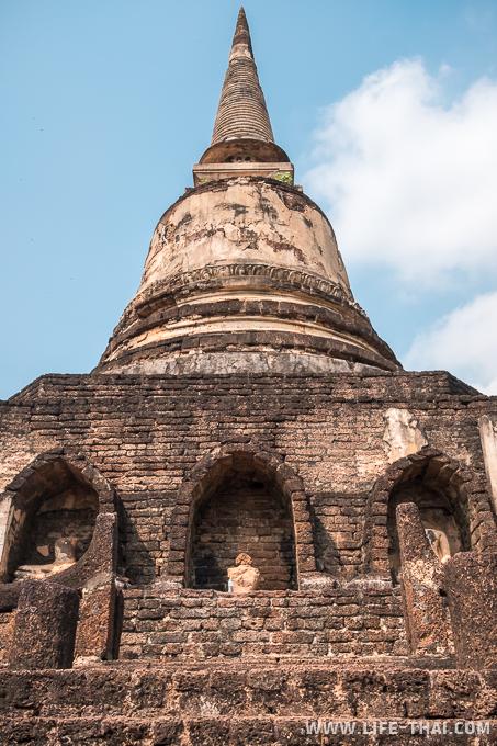 Ват Чанглом - по периметру статуи Будды