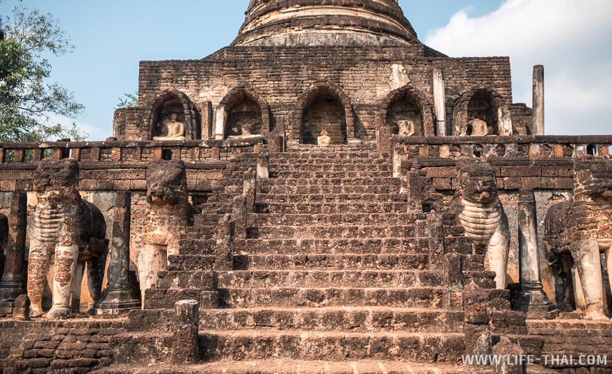 Лестница между небом и землёй в Ват Чанглом