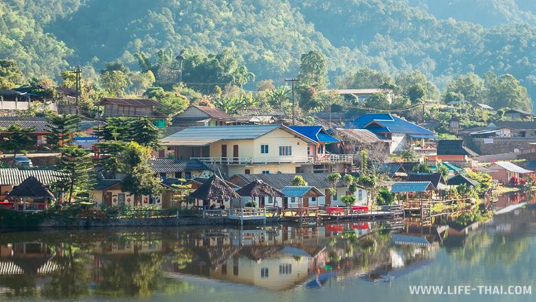 Цветные домики в деревне Бан Рак Тай