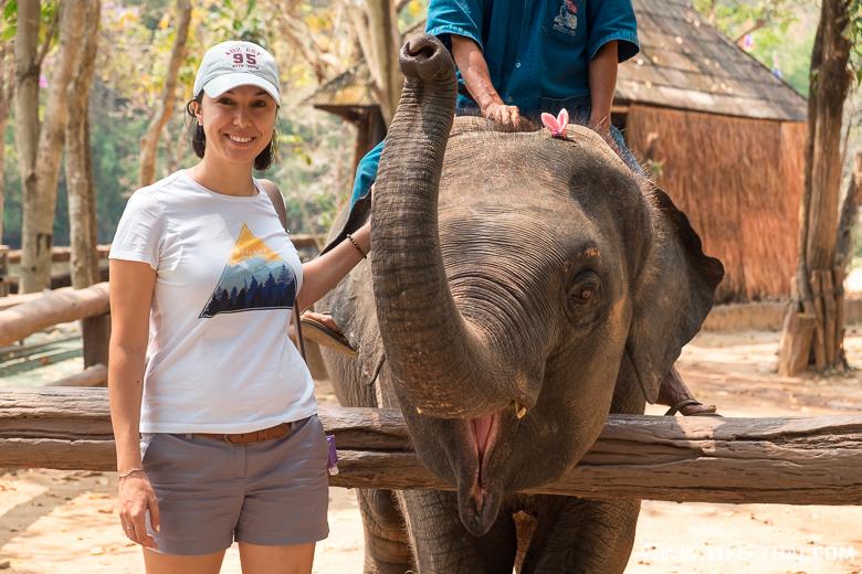 Я и слонёнок. Обе довольные :)