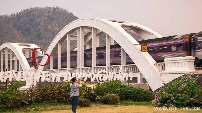 Белый мост - железнодорожный мост через реку