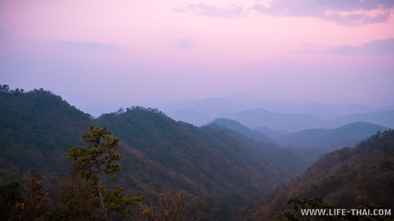 Закат в лесу Самоенг около Чиангмая