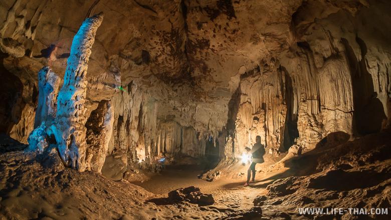 Верхние залы пещеры Тхам Лод, достопримечательности Мэхонгсон
