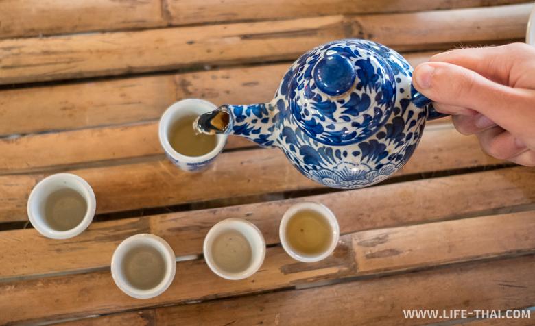 Зелёный чай - угощение в кафе на смотровой площадке