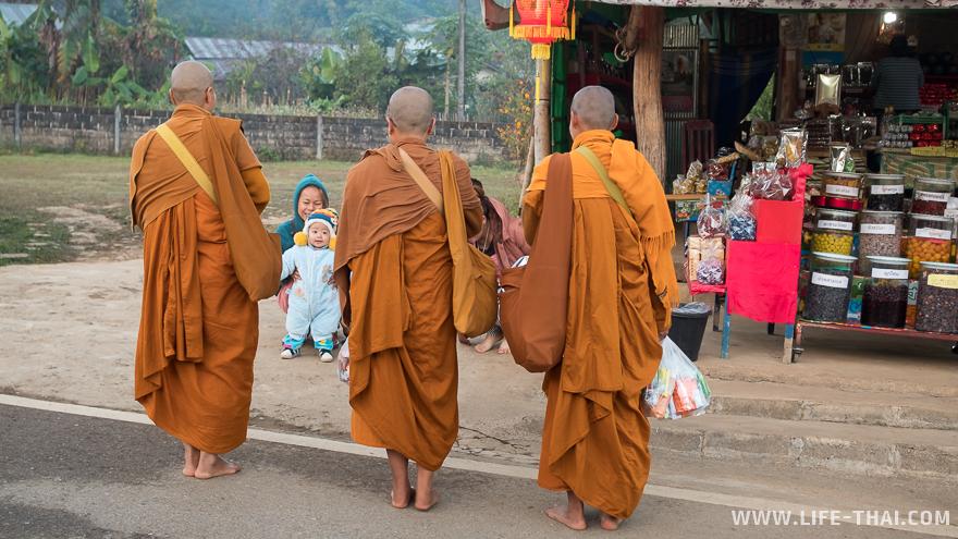 Малыш и монахи