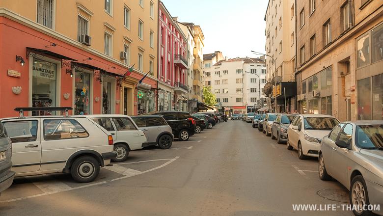 Бесплатная парковка в Софии - белая обычная разметка