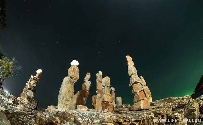 Пляж Путца на острове Самед ночью