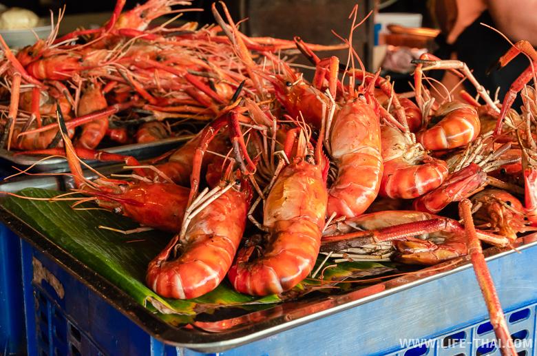 Что попробовать на плавучем рынке в Ампхаве