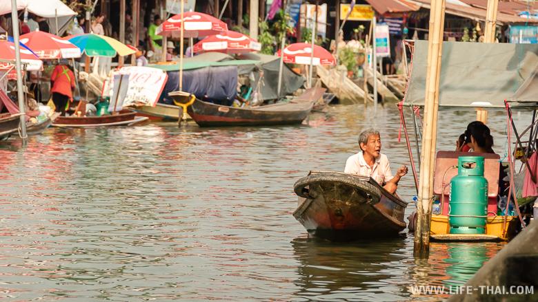 Рынок на реке Меклонг в Ампхаве
