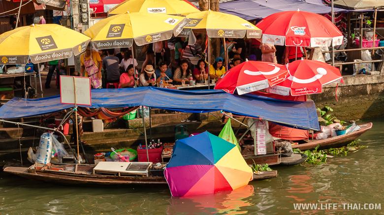 Один из самых популярных плавучих рынков в Таиланде - Ампхава