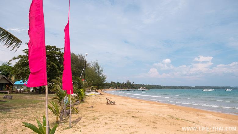 Отель со своим песчаным пляжем на ко Маке