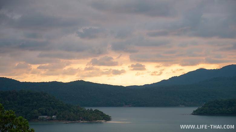 Смотровая площадка с видом на закат на ко Чанге
