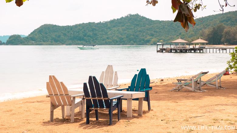 Обзор отеля со своим пляжем на ко Маке
