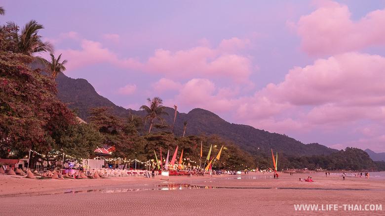 Пляж Вайт Сендс бич вечером на закате, Ко Чанг