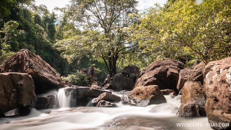 Пороги водопада Klong Chao Waterfall на ко Куде