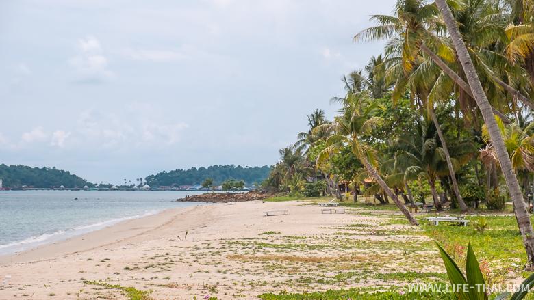 Пляж заброшенного отеля на ко Чанге