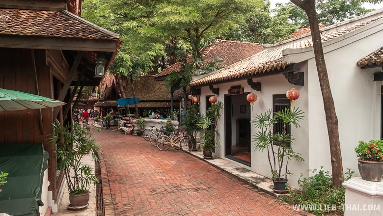 Рыночная улица в старом тайском городе